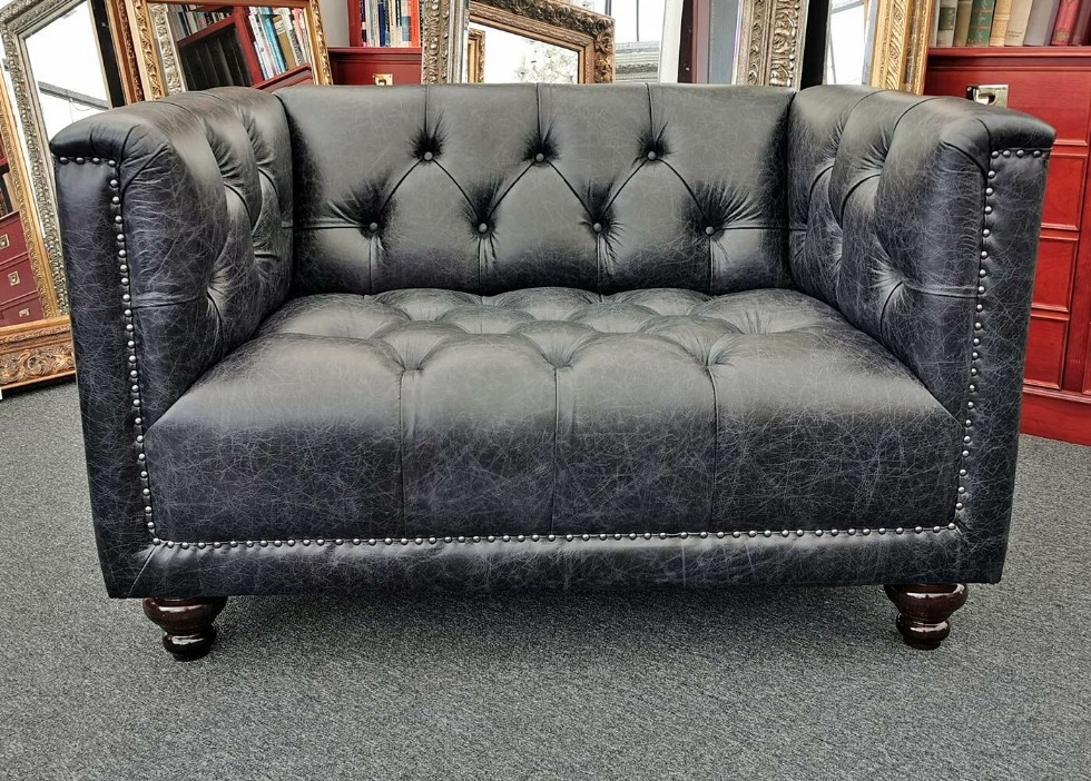 Kodu: 10608 - Vintage Chesterfield